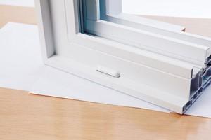 Système de drainage pour fenêtre coulissante